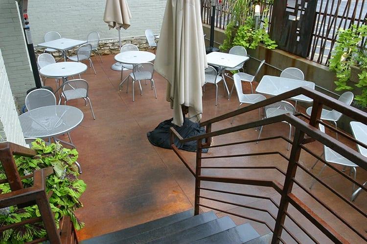 nara-restaurant-courtyard