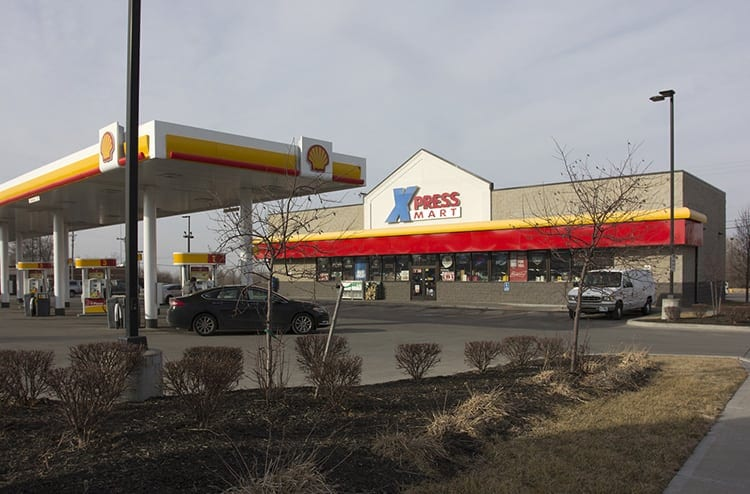 xPressMart-40Hwy-store-and-pumps